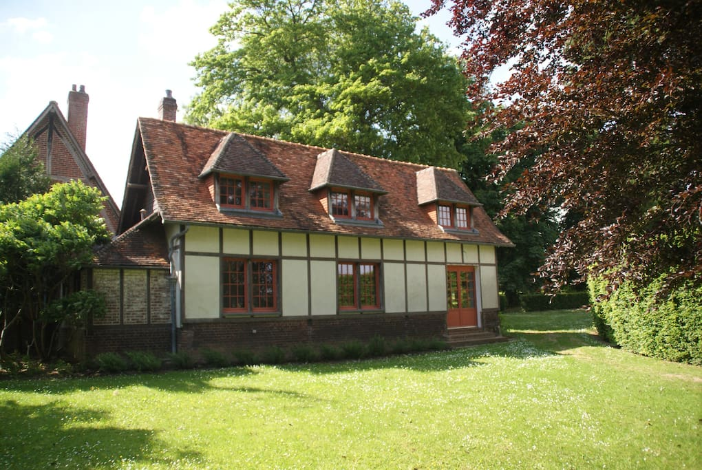 Hunting lodge in normandy houses for rent in bouelles for Lodges in france