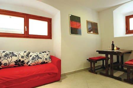 Artistic & modern hideaway - House