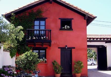 Apartamentos La Casona de Suesa - Suesa - Casa