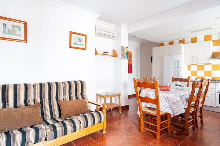 Beautiful Apartment in City Centre Close to Beach with Balcony, Terrace, Air Conditioning & Wi-Fi