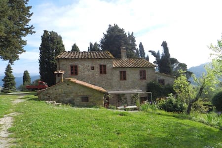 A farmhouse overlooking Lucca - Bed & Breakfast