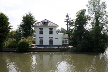 Waterfront Villa close to center - Utrecht