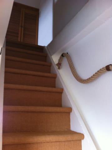 Treppe unter das Dach