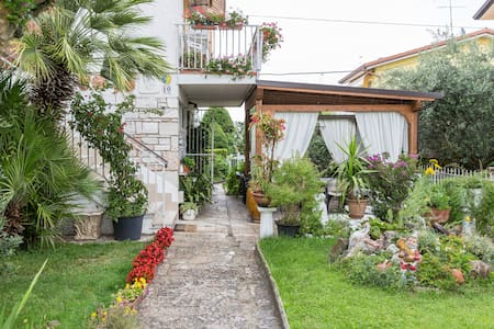 B&B Villa delle Rose-Quadrupla B - Peschiera del Garda - Bed & Breakfast