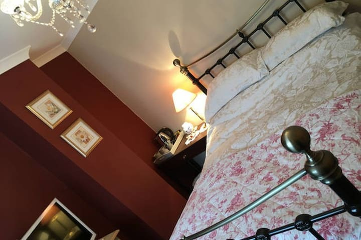 Lovely room named Captain cook In Whitby