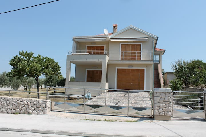 Cozy, spacious home away from home! - Zadar - Wohnung