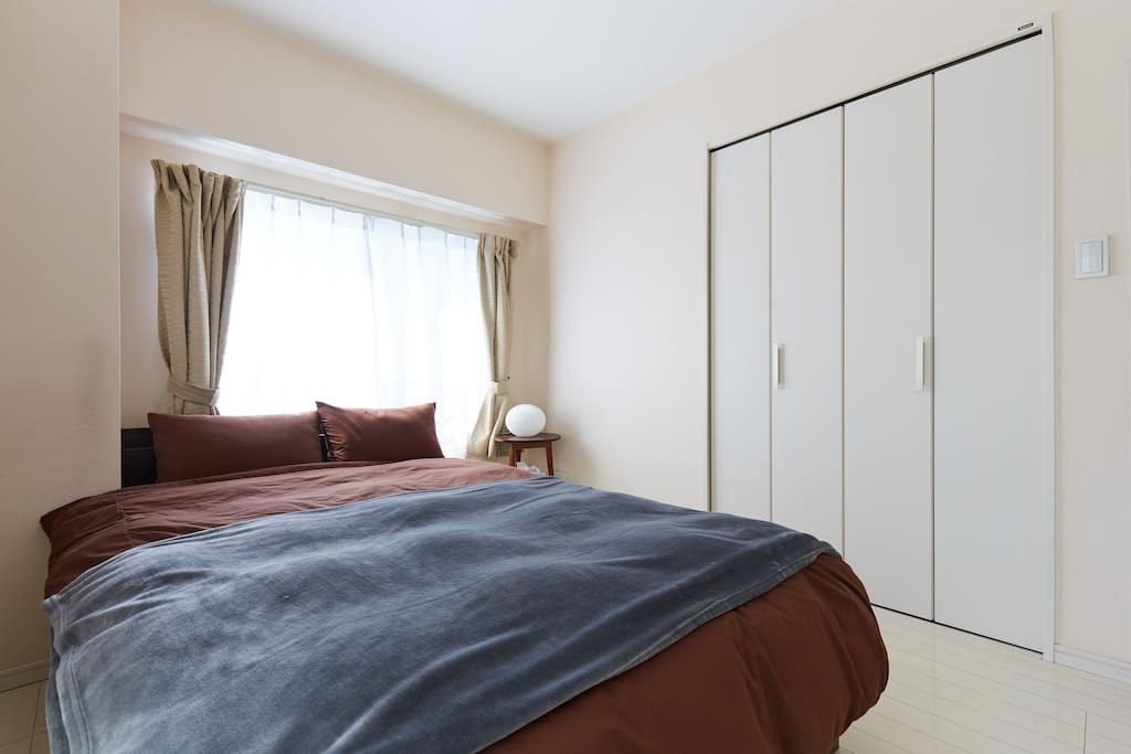Semi-double size bed