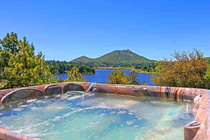 Relaxing Lakeside Luxury Lodge with Spa & Jacuzzi