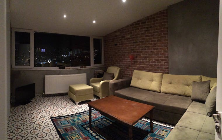 Cozy Flat In City Center With Lovely Istanbul View
