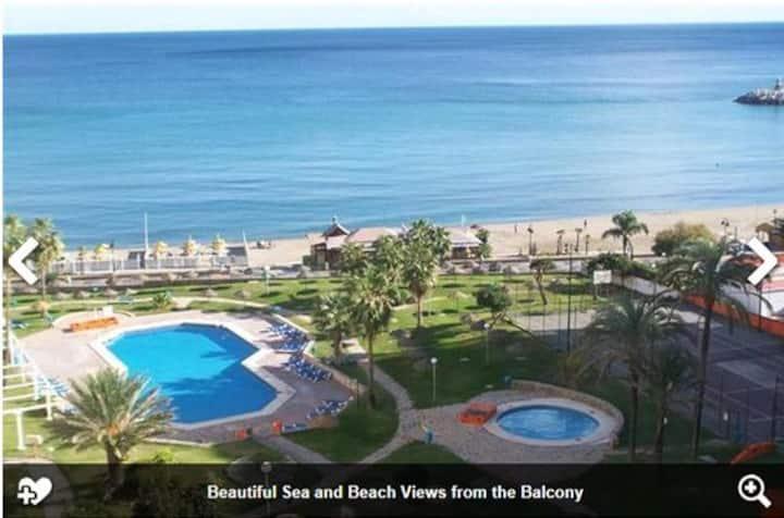 Beach luxury 4 bedrooms apartment