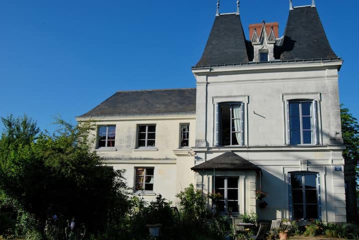 Maison en tuffeau dans parc arboré - Les Rosiers-sur-Loire