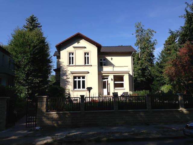 Ruhige Einliegerwohung - Berlino - Villa