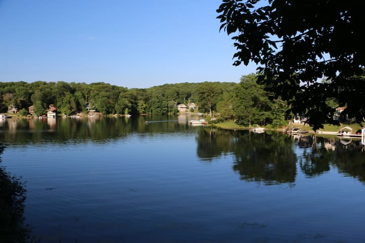 Newly Remodeled Lake Hopatcong Lakefront 2 bd, 2 b