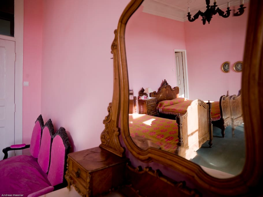 The Pink room- sleeps 2/ensuite bathroom