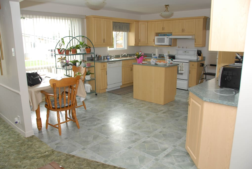 Large kitchen 16X14 fully equipped for your continental breakfast of to snack in the evening