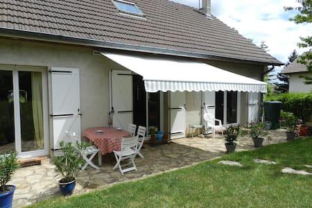 chambre dans village vigneron - Couchey - Casa