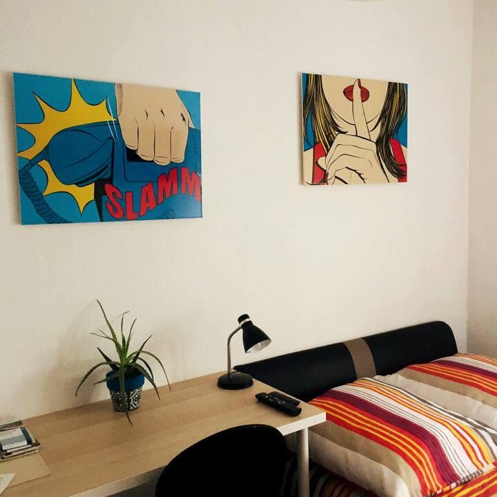 Room & Guide PT/EN/DE