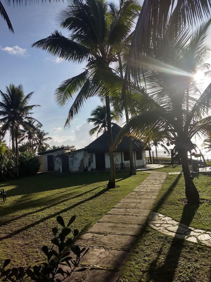 Condomínio Terra Pura - casa amarela frente ao mar