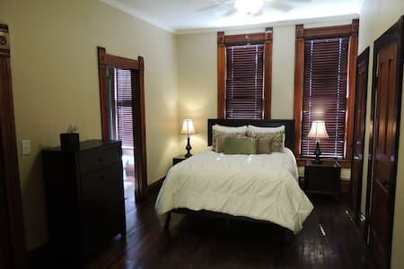Skyview: upscale loft apartment - Fort Scott - Appartement