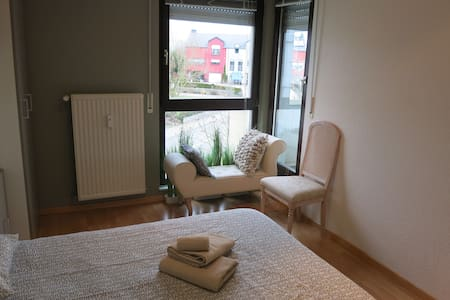 Private room 6 min far from Luxcity - Apartment