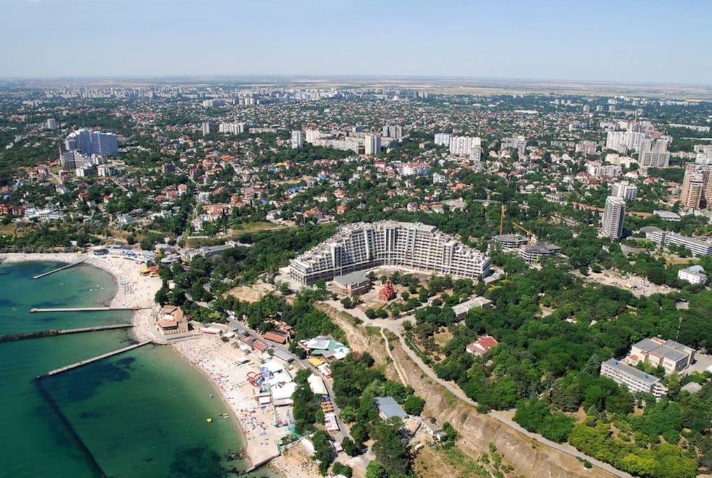 Location Arcadievsky Palace near to the beaches of the Black Sea