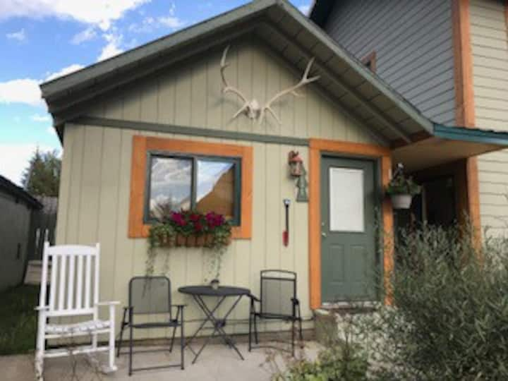 Elk Horn Lodge Cozy Cabin #1 Cooke City, MT