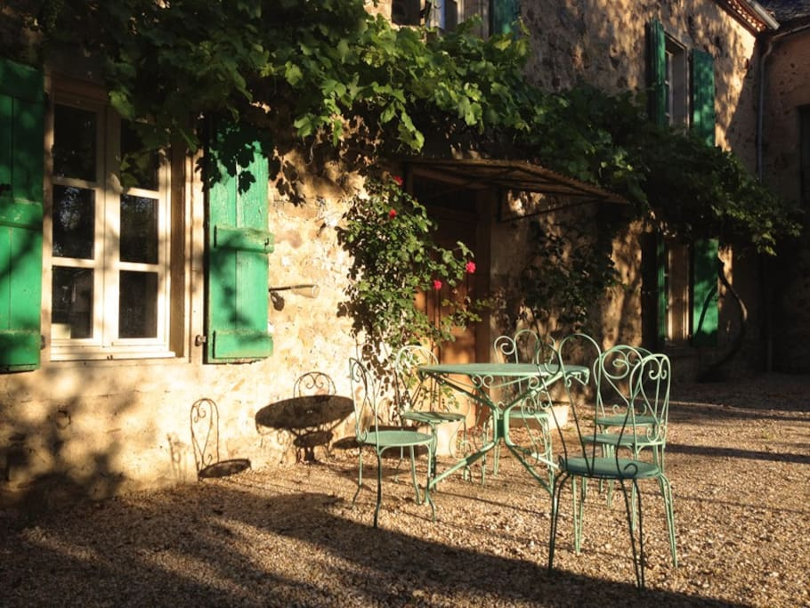 Enclosed courtyard, sunny spot for breakfast