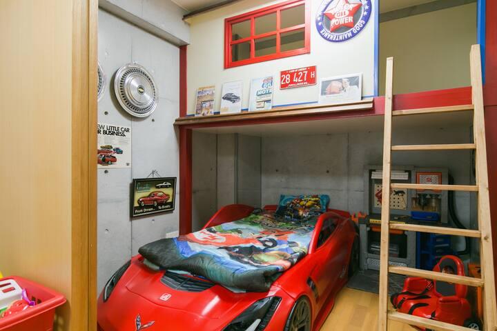 2:kidsお子様が喜ぶ!車型ベット・プレイルームのあるお部屋☆彡思い出の沖縄旅に