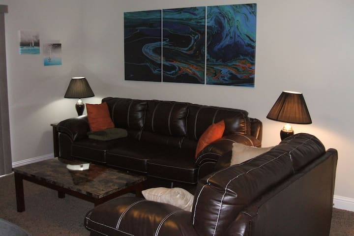 Huge Two Bedroom Condo Next to Beach! Sleeps 4!