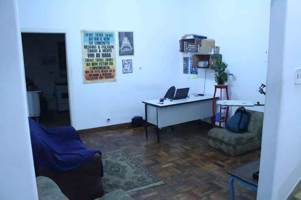 A outra sala/The other living room.