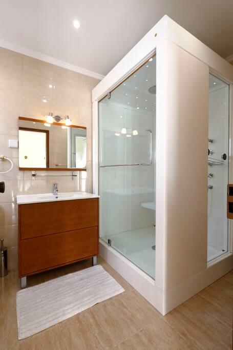 Luxury Shower/Sauna