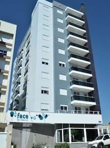 Apto 1 dormitório ótima localização - Caxias do Sul