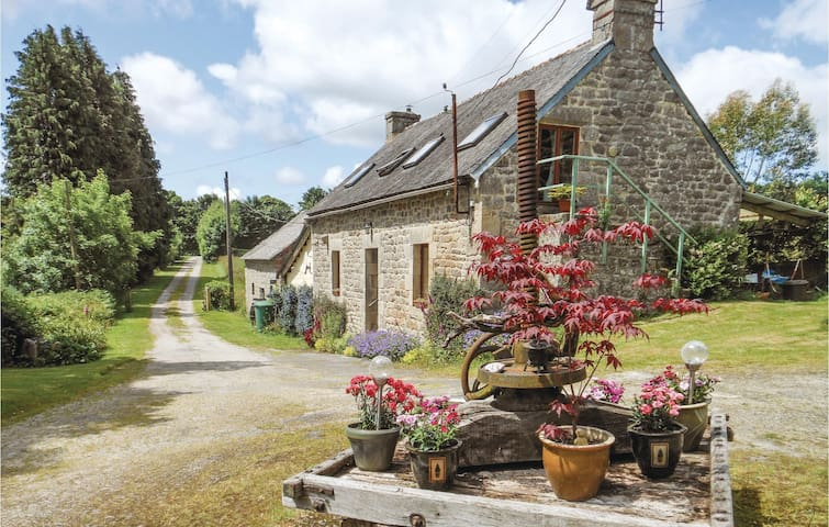 Holiday cottage with 3 bedrooms on 85m² in St Tugdual