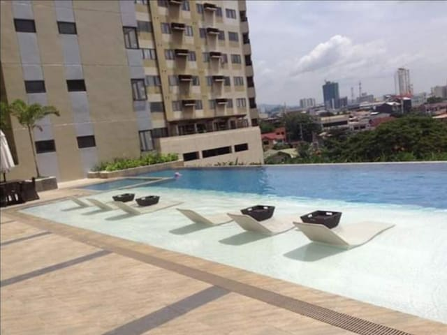 Swimming pool at the 6th floor