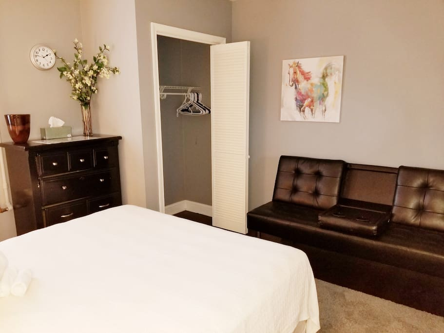 Private Secure Lg Bdrm Queen Bed sleeps 2, Futon Single Bed unmaded Sleeps 1.