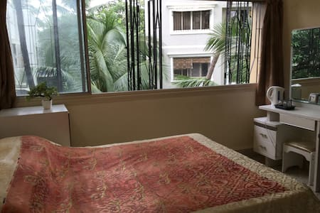 7th Heaven - 1 bedroom with use of hall/kitchen