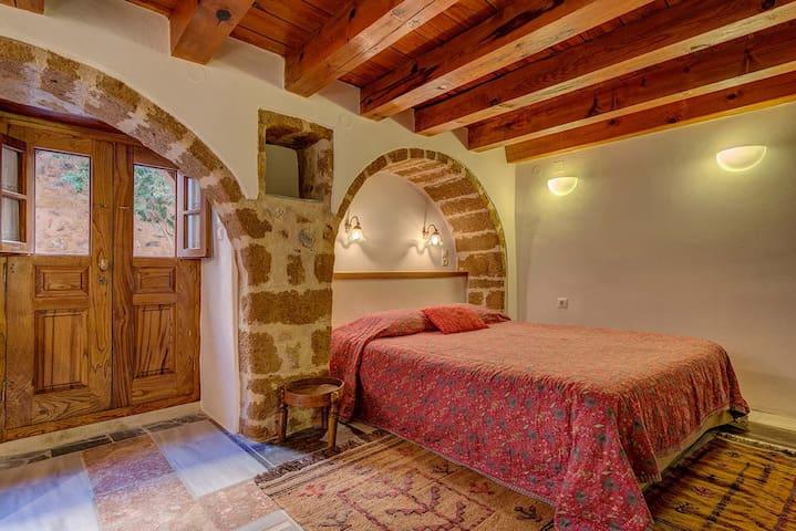 "Budget Apartment ""The Little Courtyard""   Stellaki"