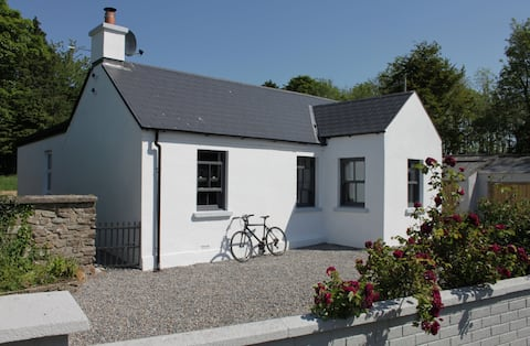 Charming cottage - 2 min to Greenway, 5 min to sea