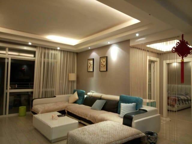 剑江河畔优质小区伯爵国际花园两居室精装修匀城爱家