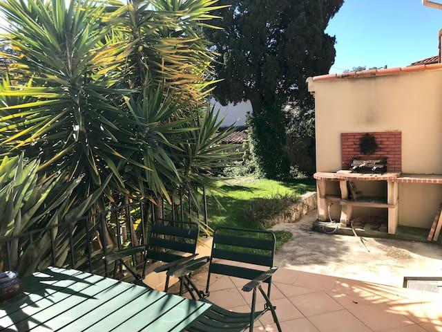 Agréable maison Cap d'Antibes, Jardin, Climatisée