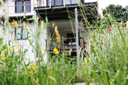 Ruhige 100qm Wohnung mit Terrasse. - Waldkirchen - Apartament