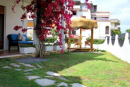 Casa Vacanze Ulysses' Sun Garden 2 - Minturno - Huoneisto