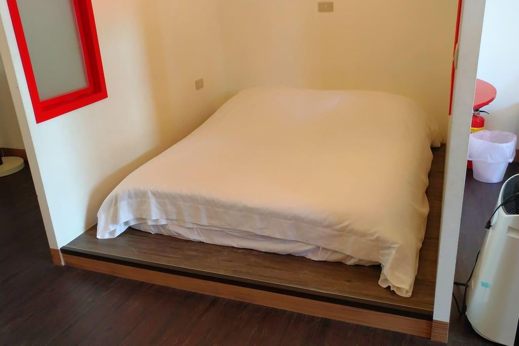 1樓小屋雙人床