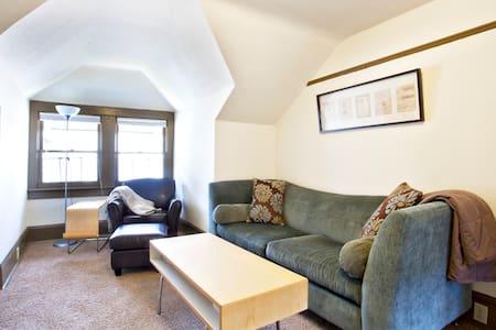 Charming Cozy 1 Brm Apartment - House