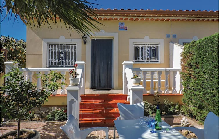 Terraced house with 3 bedrooms on 65m² in Miami Playa