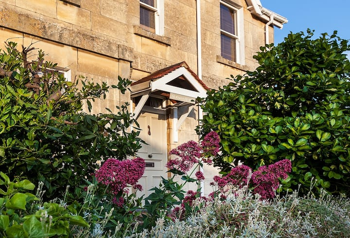 Gorgeous 2 bedroom house in Bath – sleeps  up to 4
