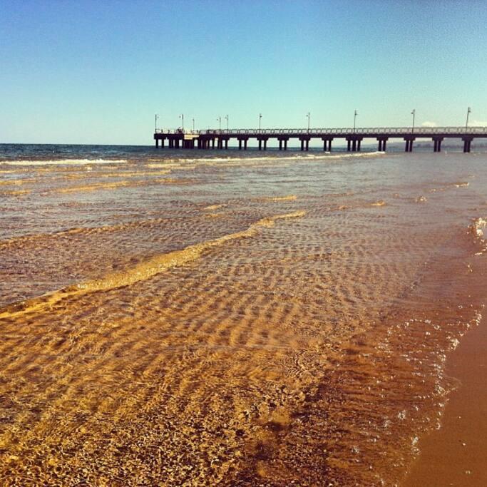 Spiaggia libera davanti al pontile Free beach opposite the jetty;   2 minutes walk