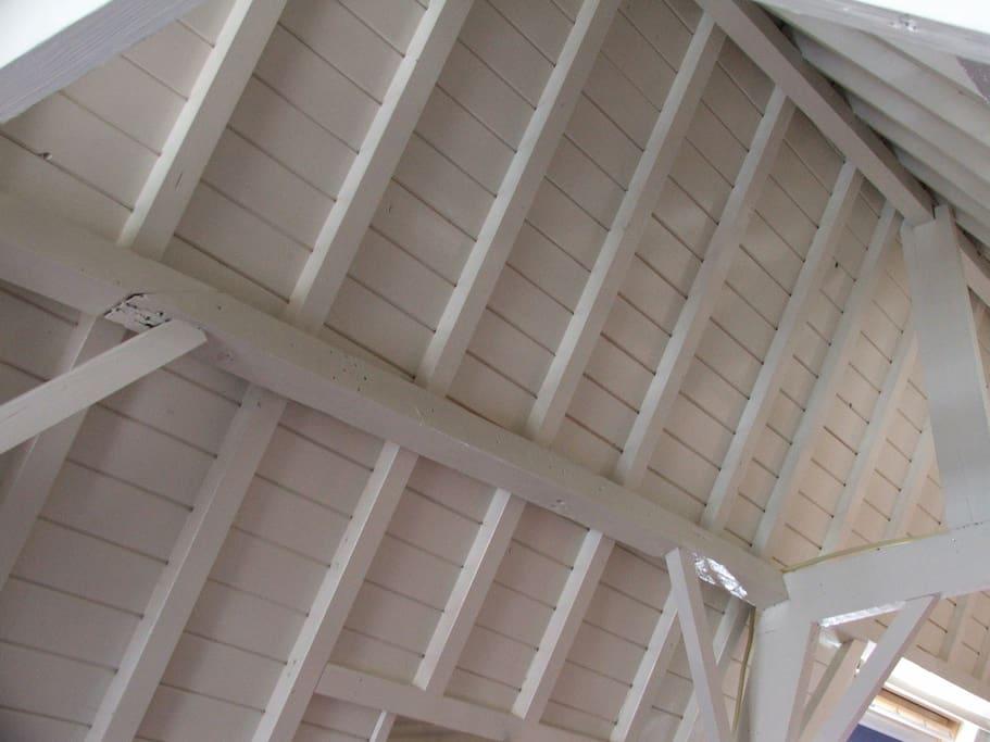 Goed geïsoleerd, hoog opgebouwd dak uit vellingdelingen