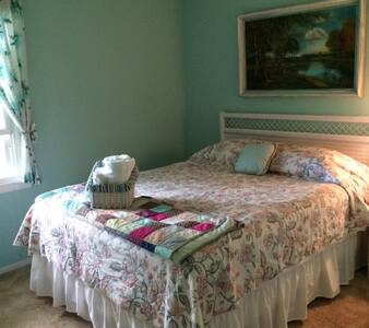 Convenient Room in Traverse City area - Williamsburg