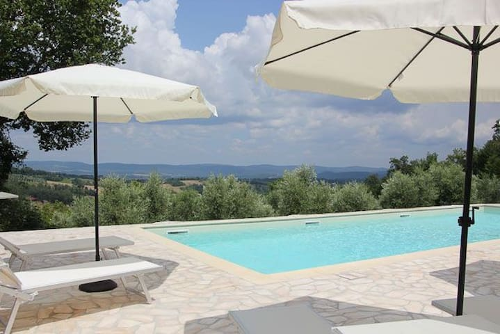 Il Poggio with a great view - Ciciano - Lejlighed